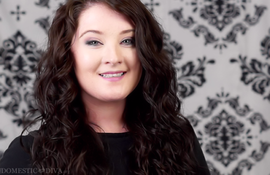 How to Style Naturally Curly Hair (Video Tutorial)